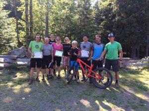 Marcio Prado concluindo curso de formação de instrutor de mountain bike pela PMBIA em Whistler